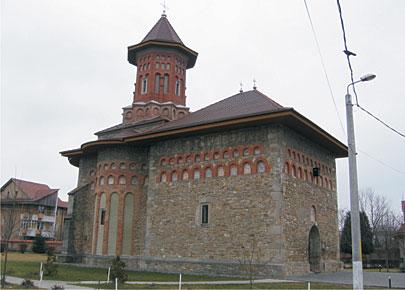 Fig. 6. Biserica Precista din Bacău, ctitorita de Alexandru, fiul lui Ştefan cel Mare, este ornamentată cu grupuri de 9 ocniţe